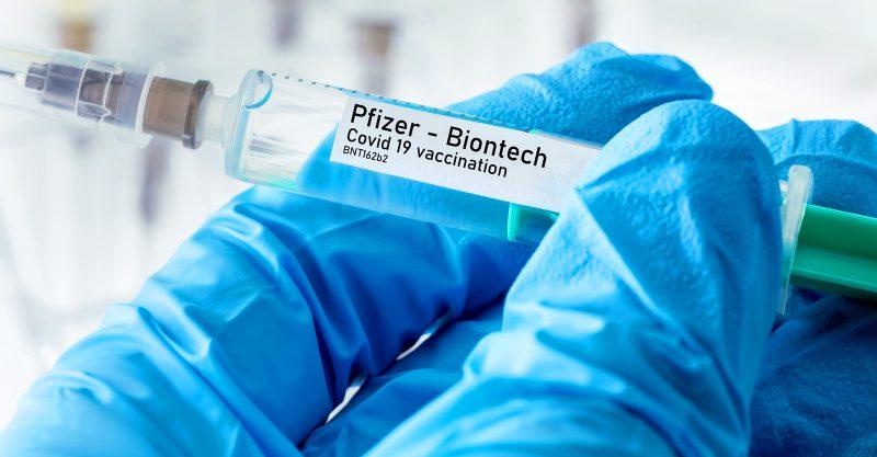Un comitato consultivo del CDC si è espresso all'unanimità per l'approvazione completa della FDA del vaccino COVID di Pfizer e BioNTech per le persone dai 16 anni in su.