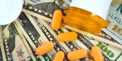 La FDA obtiene el 45% de su presupuesto de la industria farmacéutica, y acelera más del 50% de los medicamentos que aprueba.