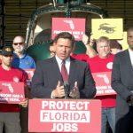El gobernador de Florida, Ron DeSantis, pidió hoy una sesión especial de la legislatura de Florida para ayudar a redactar leyes que protejan los derechos de los trabajadores y combatan las políticas de mandato de vacunas.