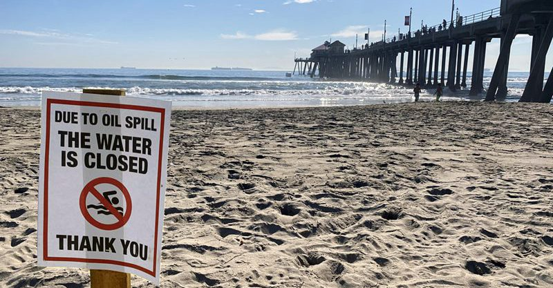 California Oil Spill Disaster Highlights 'Massive Risks' of Offshore Drilling Huntington-Beach-oil-spill-feature-800x417