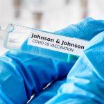 """Relación """"plausible"""" entre la vacuna de J&J y los coágulos de sangre"""