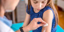 La vacuna de Pfizer ya se está administrando a niños de 12 años en adelante.
