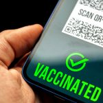 Unternehmen und Veranstaltungsorte können Ihren Pass scannen und validieren, um sicherzustellen, dass Sie alle Anforderungen für eine COVID-19-Impfung oder eine entsprechende Testung erfüllen, um Zutritt zu erhalten.