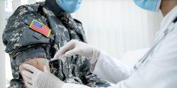 Ante la previsión de que las Fuerzas Armadas impongan la vacuna contra el SARS-CoV2 para el 1 de septiembre, muchas familias de militares preguntan por sus derechos de exención para un medicamento experimental.